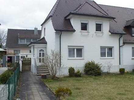 Älteres Einfamilienhaus mit Nebengebäude in Baiersdorf
