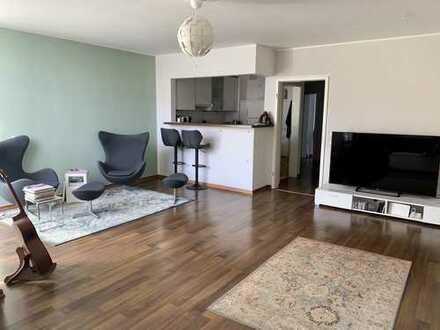 Ruhig, zentral gelegen: Exklusive 3 Zimmer Maisonette mit 2 Bädern, 3 Balkonen, EBK, TG