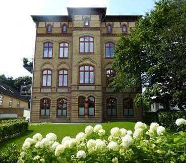 Reserviert: Provisionsfrei! Stilvolle, geräumige 3 Zimmerwohnung mit Terrasse & Garten!