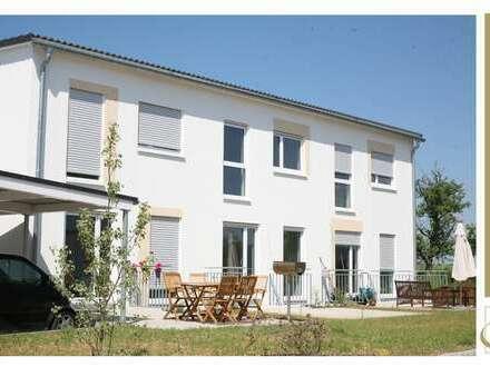WohnRAUM zum Wohlfühlen! Reiheneckwohnung mit Carport & EBK in Öhringen