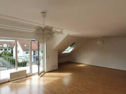 Gepflegte & helle 3.5-Zimmer-DG-Wohnung (Maisonette) mit Balkon und Einbauküche in Heilbronn