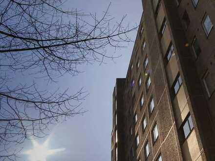Viel Platz, wenig Miete! Geräumige 3-Zimmer-Wohnung mit Potenzial sucht handwerklich begabte Mieter!