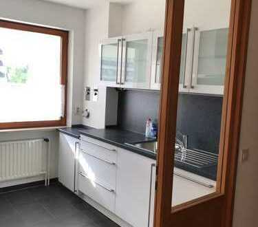 Helle, gemütliche 2,5-Zimmer-Wohnung mit Balkon und Einbauküche in Augsburg-Göggingen