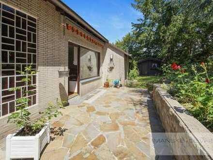 Freistehendes Einfamilienhaus mit Einliegerwohnung und 2 Garagen im beliebten Stadtteil Essen-Werden