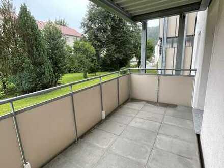 Vollständig renovierte Wohnung mit vier Zimmern sowie Balkon und EBK in Schopfheim