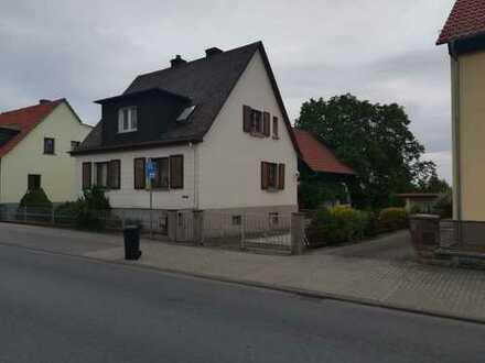 Wohnhaus mit sechs Zimmern und Wirtschaftsgebäude in Neu-Anspach