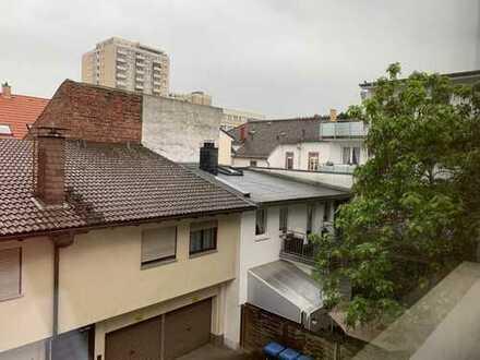 in ruhiger Lage helle u. renovierte 2-Zimmer-Wohnung mit EBK in Neu-Isenburg