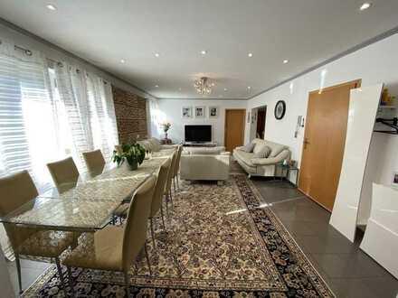 360°-Tour! Modernisierte 4 Zimmer Erdgeschoss-Wohnung mit Terrasse und Stellplatz in Bietigheim!