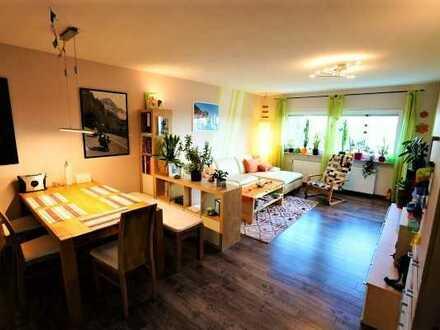 Toll geschnittene 3 Zimmerwohnung mit großer Loggia, Garage und herrlichem Weitblick - Feldrandlage