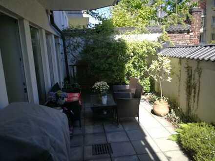 3 Zimmer, Balkon und Terasse, Bad mit Fenster in ruhiger Einbahnstraße (privat)