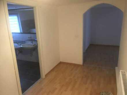 Sanierte 5-Raum-Wohnung mit Balkon in Altenkunstadt