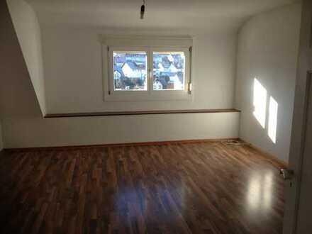 Sonnige, sanierte 3,5-Zimmer-Wohnung mit Balkon in Ispringen