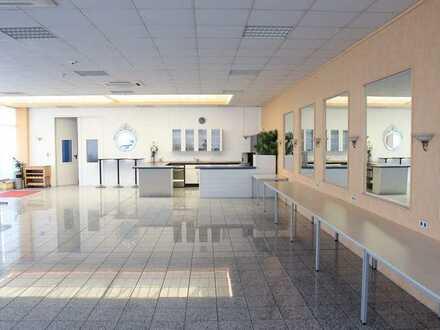 Attraktiver Gewerberaum für Praxis, Großraumbüro, Fitness, Verkauf oder Ausstellung