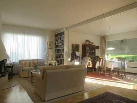Exklusiv und charmant! EG-Wohnung 110 m² mit S/W-Terrasse in begehrter ruhiger Lage von E-Bredeney