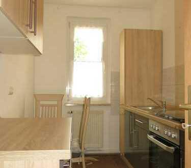 2-Zimmer Wohnung mit sonnigem Balkon, Einbauküche und Stellplatz!