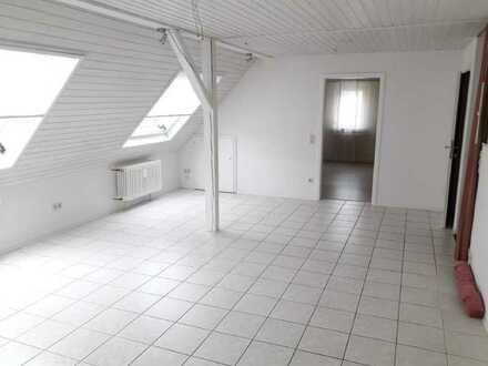 Attraktive Dachgeschosswohnung mit EBK und Waschmaschine
