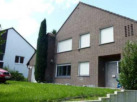 7 Zimmer in geräumigem und modernisiertem Haus in traumhafter Lage in Bochum Stiepel