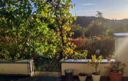 Exklusive, gepflegte 3-Zimmer-Maisonette-Wohnung mit Balkon und EBK in Stuttgarter Aussichtslage