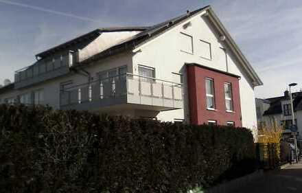 Moderne und helle 4-Zimmer-Wohnung mit Sonnenbalkon, EBK u. Pkw-Stellplatz