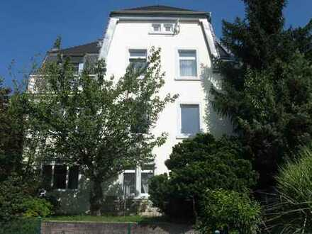 Stilvolle, sanierte 1,5-Zimmer-Dachgeschosswohnung in Baden-Baden