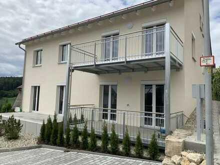 Erstbezug: exklusive 3-Zimmer-Terrassenwohnung mit EBK und 2 Terrassen in Kelheim