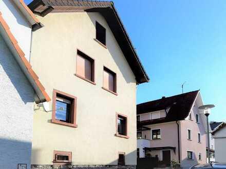 Gemütliches, modernisiertes Haus mit Freisitz in ruhiger Lage von Mauer
