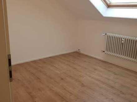 Schönes Zimmer in renovierter 3er WG frei