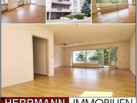 Erdgeschosswohnung mit 2 Garagen, 2 Balkone und schöner Fernsicht