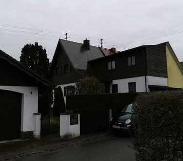 Doppelhaushälfte mit Renovierungsbedarf für die junge Familie
