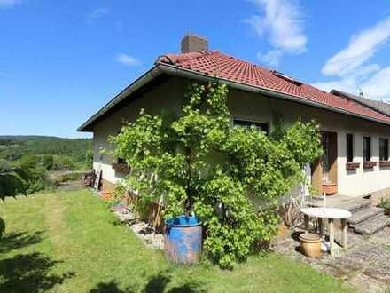 In gesuchter Lage ! Einfamilienhaus (Bungalow) mit Weitblick und terassenförmigen Gartengrundstück