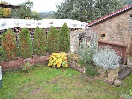 Kleines schönes EFH mit 2 Stellplätzen, Garten sowie einer überdachten Grillsitzecke