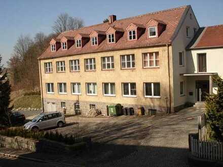 Wohn- und Gewerbekomplex, 4 Wohnungen, 650m ² Büro- und Lagerflächen, 2334 m² Grundstück