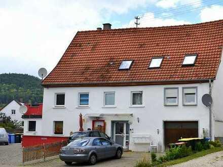 **Doppelhaushälfte im Ortskern von Dürbheim** 4 Wohnungen, Garage, Stellplätze, Garten