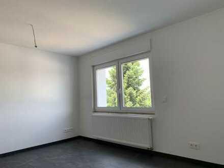 Erstbezug nach Sanierung: 2 attraktive 3-Zimmer-Wohnungen mit Einbauküche und Balkon in MG-Rheydt