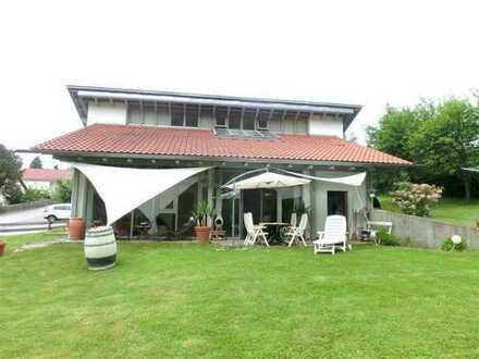 *Wunderschönes Architektenhaus mit grossem Garten!*