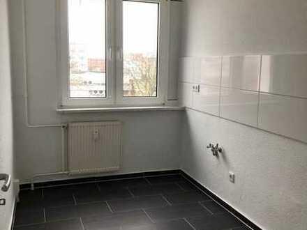 FRÜHLINSAKTION! Sanierte 4-Raum Wohnung mit Balkon