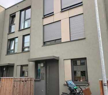 Schönes 5-Zimmer-Reihenhaus mit Einbauküche in Hannover List