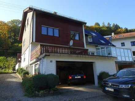 Freistehendes Einfamilienhaus mit Garten und Garage