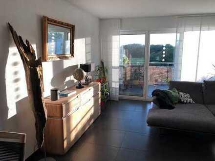 Exklusive 3,5-Zimmer-Penthouse-Wohnung mit zwei Balkonen und Einbauküche in Friedrichshafen