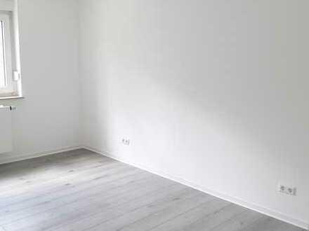3- Zimmer Wohnung mit EBK und Balkon/ Erstbezug nach Renovierung