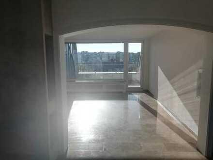 Wunderschöne 4-Zimmer-Maisonette-Wohnung mit Balkon, Kamin und Einbauküche in Düsseldorf