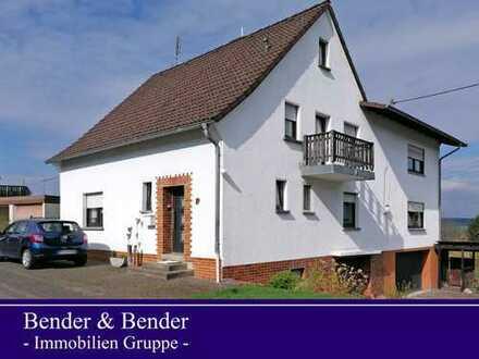 Ein-/Zweifamilienhaus mit riesiger Garage und herrlichem Fernblick!