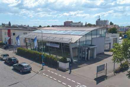 Ausstellungsgebäude / Showroom mit Nebengebäuden - Direkt vom Eigentümer