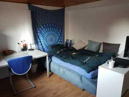 Möbliertes 13qm Zimmer in einer 3er Wg