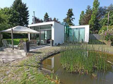 Ein Refugium mit eigenem See auf einem 6.800 m² großen Naturparkgrundstück in D´dorf-Kaiserswerth