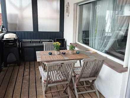 ***Gemütliches Ambiente mit EBK, Balkon und Garten***