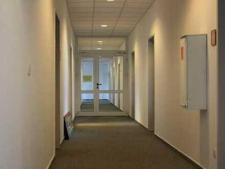 Büros ab 25qm in einem Bürokomplex frei; auch als Zusammenschluss möglich