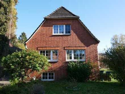 Norderstedt! Großes EFH + Einliegerwohnung + etwaigem Baugrundst. im hinteren Teil zu verkaufen