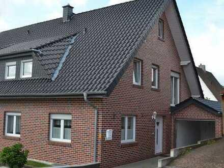 Junge Doppelhaushälfte mit Vollkeller, ausgeb. Dachb., Garage und Eigentumsgrund