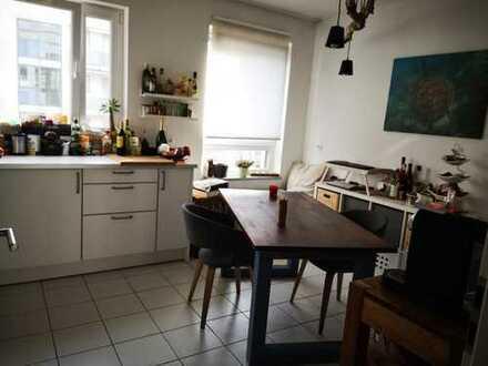 Helle & geräumige Wohnung mit Balkon und Einbauküche